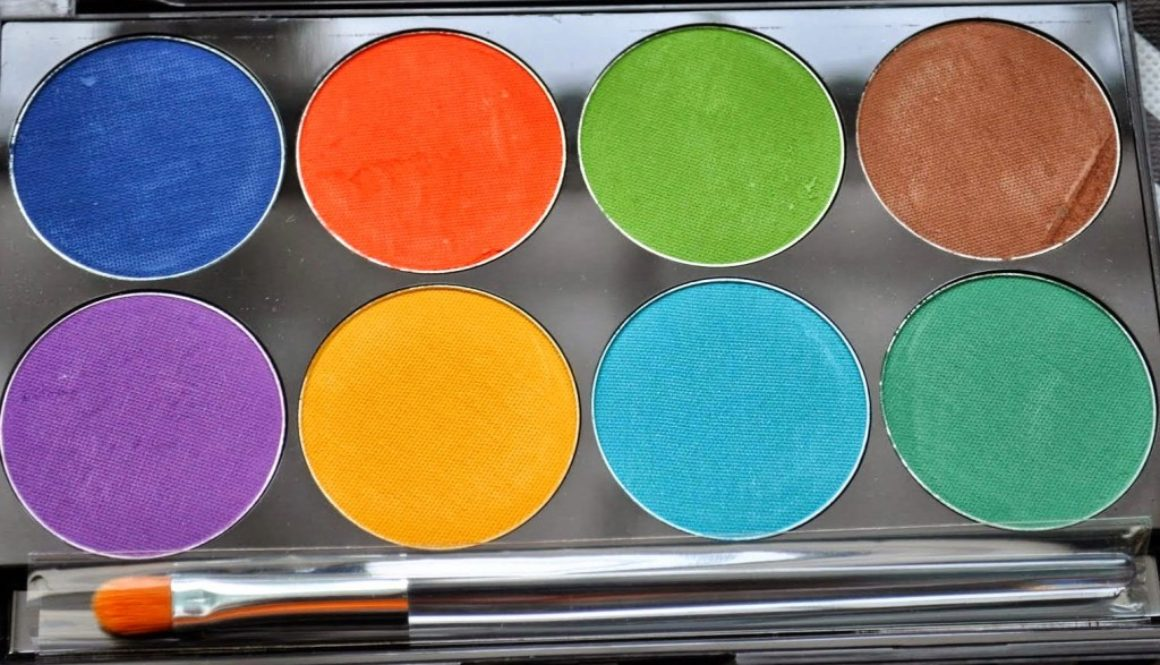 GIVEAWAY: Mehron INtense Pro Pressed Powder Palette in Wind
